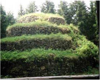 06 4 343x272 - Die Steinpyramide Groß Gerungs