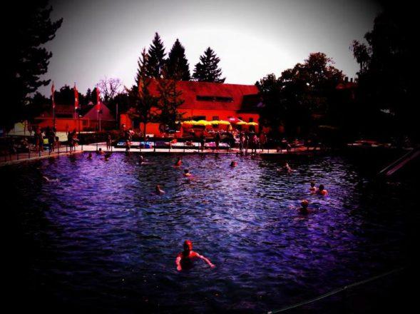 KristallthermeBadFischau 008 589x440 - Bad Fischauer Thermalbad: Schwimmen, wo schon die Römer und Kelten gebadet haben ...