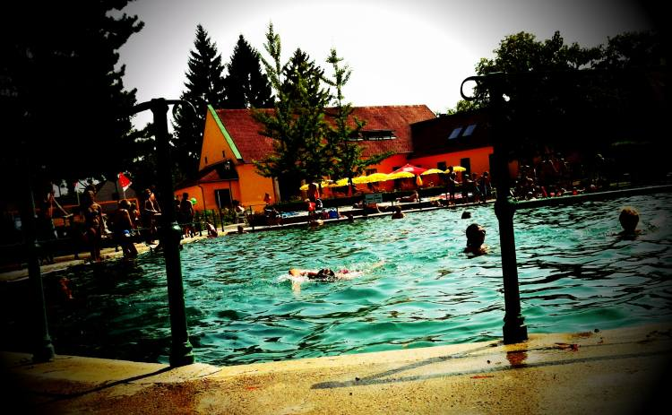 KristallthermeBadFischau 011 1 - Bad Fischauer Thermalbad: Schwimmen, wo schon die Römer und Kelten gebadet haben ...
