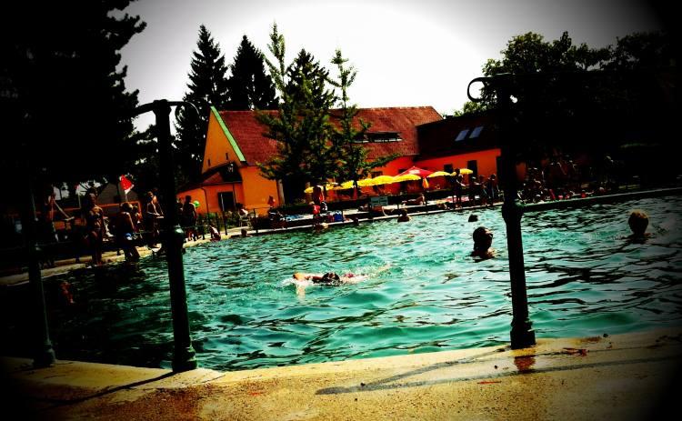 KristallthermeBadFischau 011 - Bad Fischauer Thermalbad: Schwimmen, wo schon die Römer und Kelten gebadet haben ...