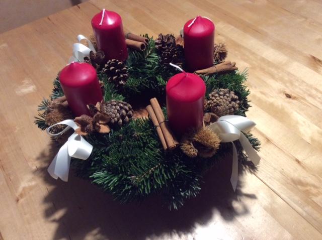 """Adventkranz - """"Wenn es um Weihnachten geht, dann werden alle zu Christen."""""""
