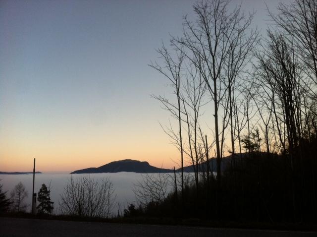 NebelImTal2 - Der Dezember: Weihemond, perchtig und sonnenwendig
