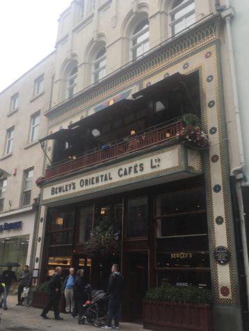img 3767 358x477 - Über üppigen Tee, Heilige Quellen und good ol´ Dublin - mit dem Käsehobel in Irland