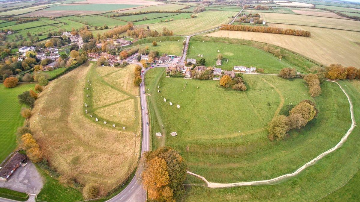 Avebury aerial - Steinkreise, Pubs und Kathedralen - mit dem Käsehobel in England
