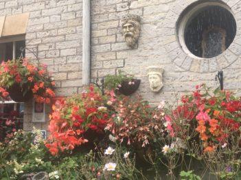 img 4305 351x263 - Chalice Well, eine bezaubernde Kapelle und ein magischer Garten - mit dem Käsehobel in England