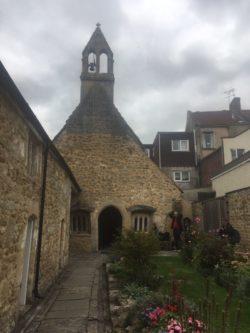 img 4324 250x333 - Chalice Well, eine bezaubernde Kapelle und ein magischer Garten - mit dem Käsehobel in England