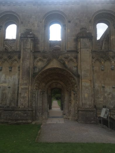 img 4382 393x524 - Chalice Well, eine bezaubernde Kapelle und ein magischer Garten - mit dem Käsehobel in England