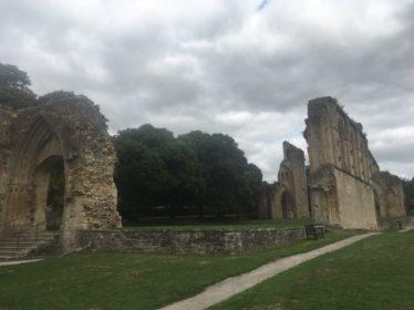 img 4395 374x280 - Chalice Well, eine bezaubernde Kapelle und ein magischer Garten - mit dem Käsehobel in England