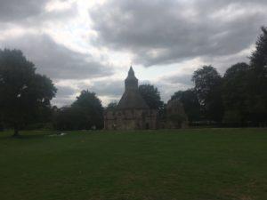 img 4398 300x225 - Chalice Well, eine bezaubernde Kapelle und ein magischer Garten - mit dem Käsehobel in England