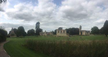 img 4405 374x197 - Chalice Well, eine bezaubernde Kapelle und ein magischer Garten - mit dem Käsehobel in England