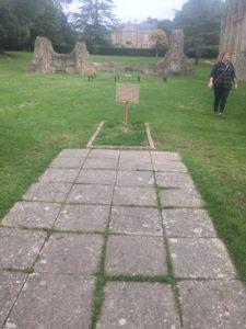 img 4418 225x300 - Chalice Well, eine bezaubernde Kapelle und ein magischer Garten - mit dem Käsehobel in England