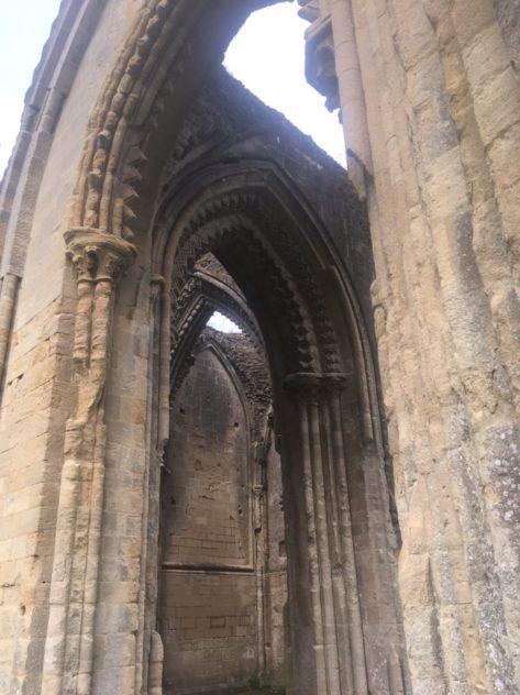 img 4430 473x632 - Chalice Well, eine bezaubernde Kapelle und ein magischer Garten - mit dem Käsehobel in England