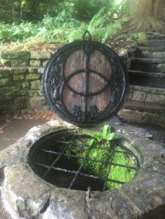 img 4557 235x313 - Chalice Well, eine bezaubernde Kapelle und ein magischer Garten - mit dem Käsehobel in England