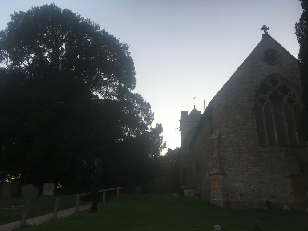 ComptonEngland2018 019 - Maybe-Camelot und die 1.700jährige Eibe von Compton Dundon - mit dem Käsehobel in England