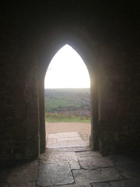 TorEngland2018 021 473x631 - Gog, Magog und ein magischer Sonnenuntergang am Tor - mit dem Käsehobel in England