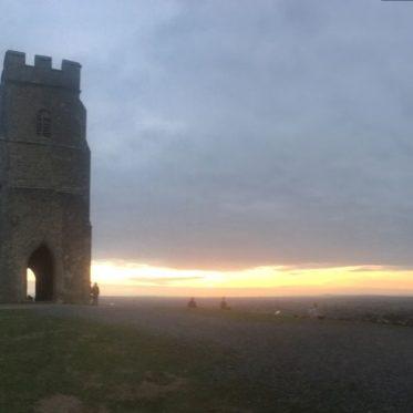 TorEngland2018 045 373x373 - Gog, Magog und ein magischer Sonnenuntergang am Tor - mit dem Käsehobel in England