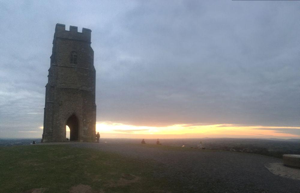 TorEngland2018 045 - Gog, Magog und ein magischer Sonnenuntergang am Tor - mit dem Käsehobel in England