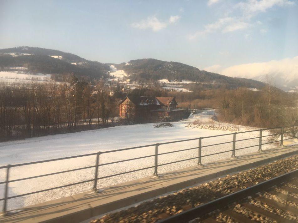 steirischeZugfahrt 001 951x713 - Szenen einer steirischen Zugreise: Wenn die Kraftplätze vorbeiziehen