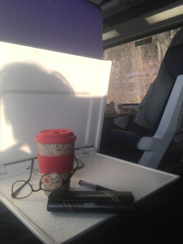 steirischeZugfahrt 003 597x796 - Szenen einer steirischen Zugreise: Wenn die Kraftplätze vorbeiziehen