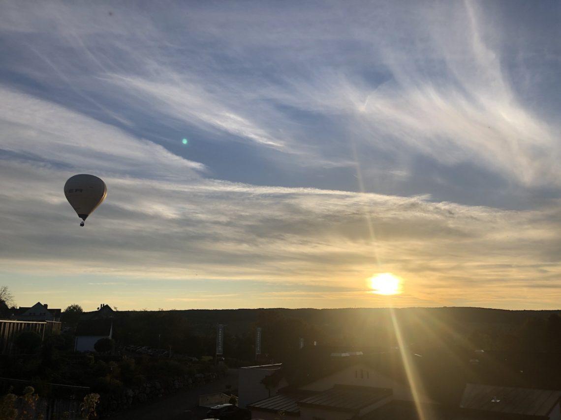 HeissluftballonSonnenuntergangWaltersdorf sm 1140x855 - Über erzwungene Ruhe, Erschöpfung,  Schleudertraumen und was JETZT hilft